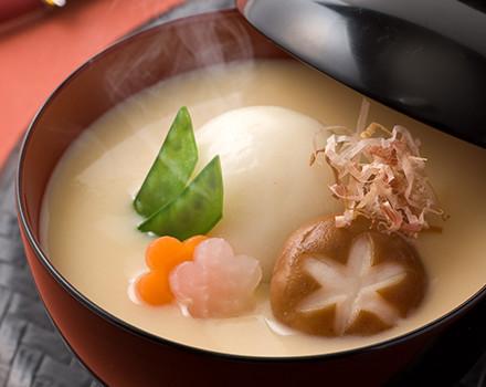 白みそ仕立ての京都雑煮